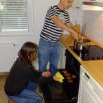 A jól felszerelt konyhában minden gép és eszköz rendelkezésre áll